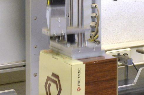 Etikettierung der Retol-Produktkartons