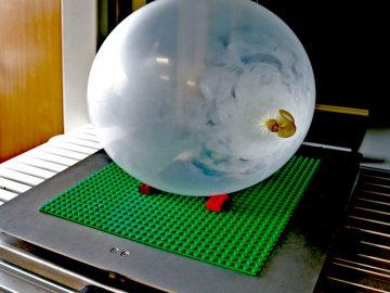 Luftballon unter Laser