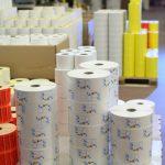 Etikettenhersteller bieten Lagerware und Restbestände oft günstiger an.
