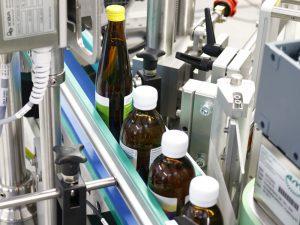 Müssen chargenweise unterschiedliche große Flaschen etikettiert werden, ist die Geset 321 ideal.