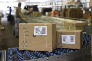 Zum etikettieren von Produkten und Kartons stehen verschiedenen Systeme zur Verfügung. Doch welches ist das für die jeweilige Anwendung passende?