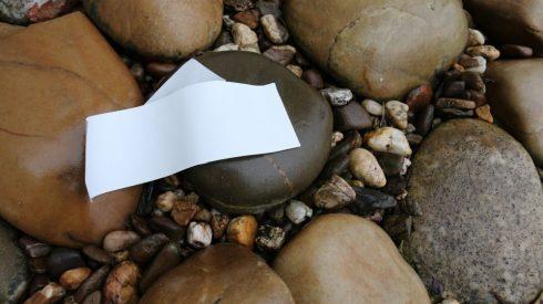 Etiketten aus Stein Bluhm Systeme
