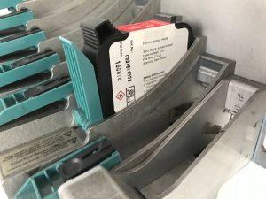 Durch den Kunststoff-Hebel bei den meisten Kartuschenhalterungen besteht Absnutzungsgefahr.
