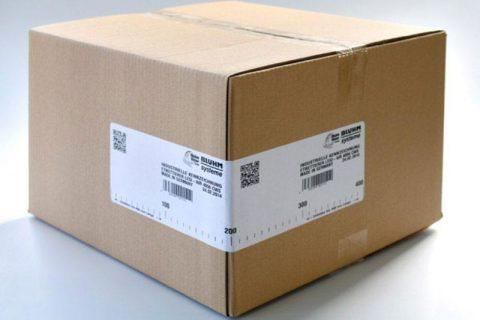 Übereck etikettierter Karton