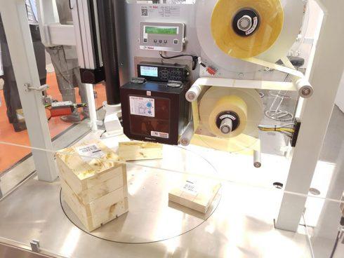 Etikettiermaschine Legi-Air 6000 von Bluhm Systeme auf der Logimat 2019