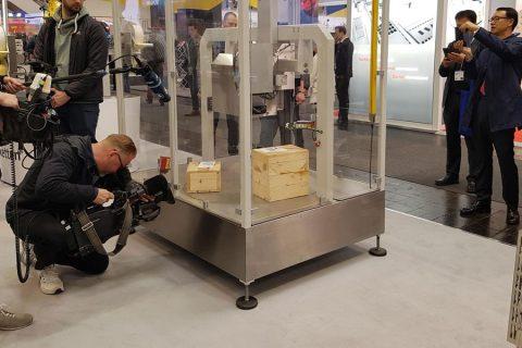 Die vollelektrische Etikettiermaschine Legi-Air 6000 auf der Hannover Messe