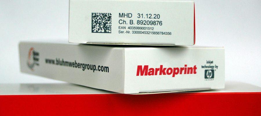 Mit Markoprint Inkjet Drucker codierte Faltschachtel mit Data Matrix Code und Seriennummer