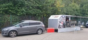Der Roadshow-Truck von Bluhm Systeme zeigt Lösungen, mit denen sich Produkte und Verpackungen kennzeichnen lassen.