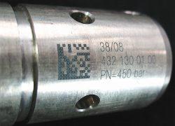 Laserbeschriftung mit Datamatrix auf einem Metall-Bauteil