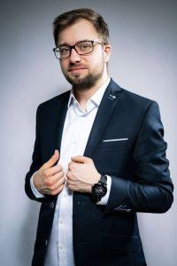 Glücklicher Gewinner mit seiner neuen Smart Watch: Sebastian Rohde von Vogelsang Edelstähle